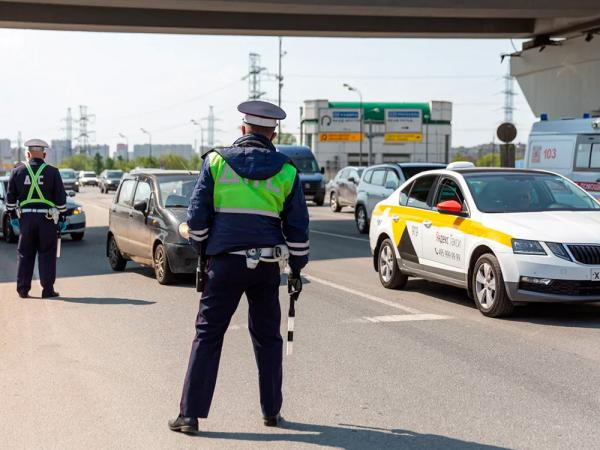 «Мы все видим». Инспекторы ГИБДД — о том, кого и почему останавливают  - Авто-эксперт Крым - Профессиональная помощь для автовладельцев
